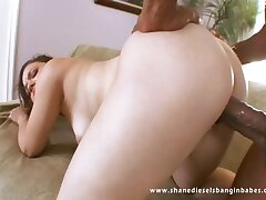 Leenuh Rae pumped in her juicy pussy until it cums in her mouth