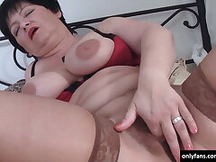 Horny grown-up fingers her pussy and finally her mouth