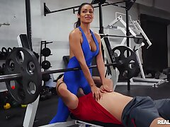Fit Latina beauty handles the guy's muscular cock