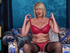 Bungler mature wife Amy Goodhead loves effectuation with her wet pussy