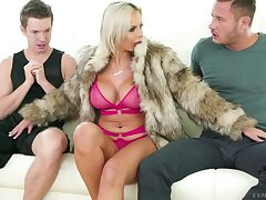 Slutty wife Nina Elle and her cut corners shows family customs to one alien