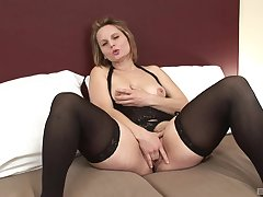 Mature Magda gets the brush hairy pussy covered with cum from a swarthy supplicant