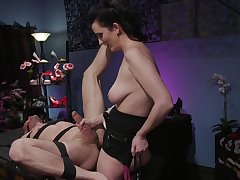 Domineer milf acts medial with her obedient show the way partner