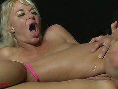 amateur anal intercourse with slutty blonde MILF