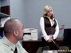 Sex with regard to the office with a fat unearth boss and Miss Lonelyhearts Sarah Vandella