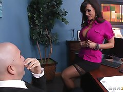 Insulting pornstar Lisa Ann loves to be fucked by a throbbing boner