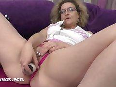 Mama cougar dildo playing winning getting nailed