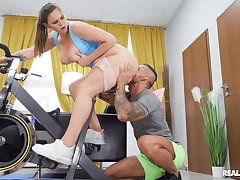 Wild fucking while working out with chubby MILF Tayee Wood